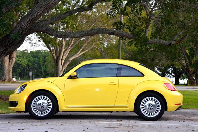 我想辦汽車借款,可是車主名字是我媽的名字,但行照在我身上,可以借嗎?