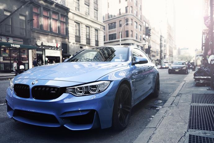 我想貸款典當2016年出廠的BMW,我公司急需資金,況且車商貸款要審核有點慢,你們是馬上現場就放款嗎?假日有開嗎?